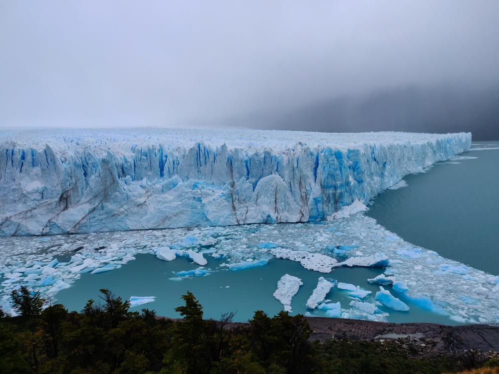 Glacier pieces in the water