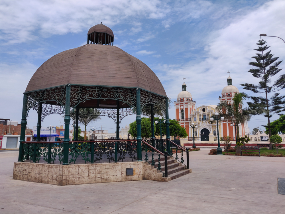 Chilca's Plaza de Armas with its gazebo and the cathedral