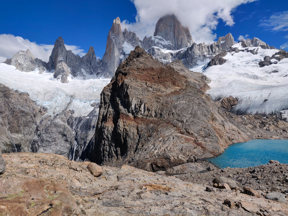 Laguna de los Tres and the drop-off to Laguna Sucia